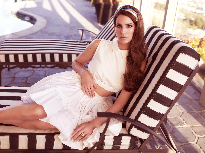 lana-del-rey-white-dress